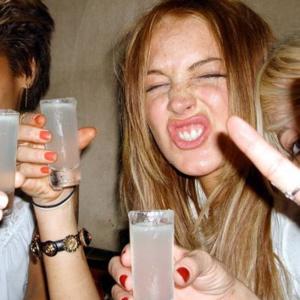 lindsay-lohan_drinks_300