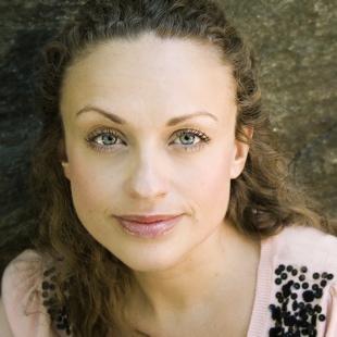 Giggle Goddess: Leah Bonnema